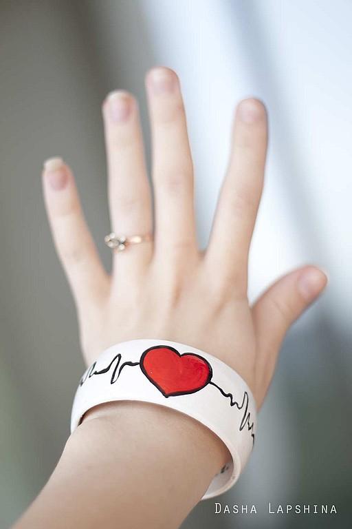 Браслеты ручной работы. Ярмарка Мастеров - ручная работа. Купить Браслет с росписью Heartbeating. Handmade. Браслеты, авторский рисунок, любовь