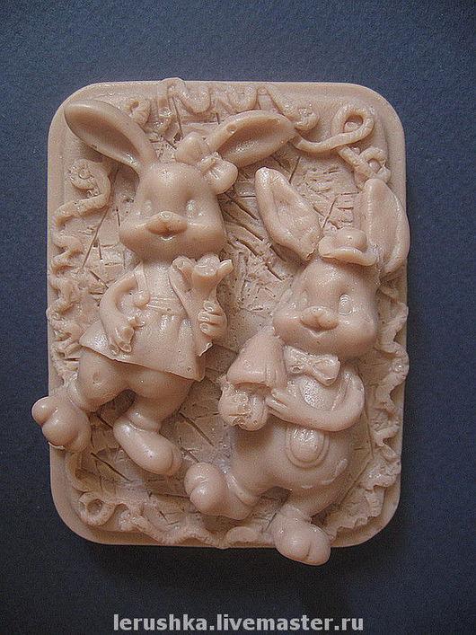 """Подарки на Пасху ручной работы. Ярмарка Мастеров - ручная работа. Купить Сувенирное мыльце """"Влюбленные кролики"""".. Handmade."""