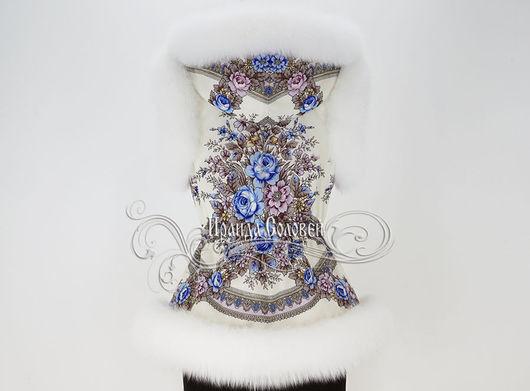 Авторский жилет с постоянным капюшоном из павлопосадского платка с натуральным мехом белого песца шедоу