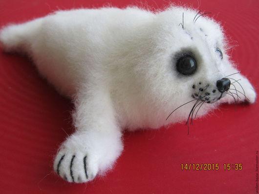 Морской котик беляк! очень милый и пушистенький,без единого шва! добрый сувенир!
