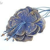 """Украшения ручной работы. Ярмарка Мастеров - ручная работа """"Blue flower"""" бохо кулон из кожи подвеска цветок синий золотистый. Handmade."""