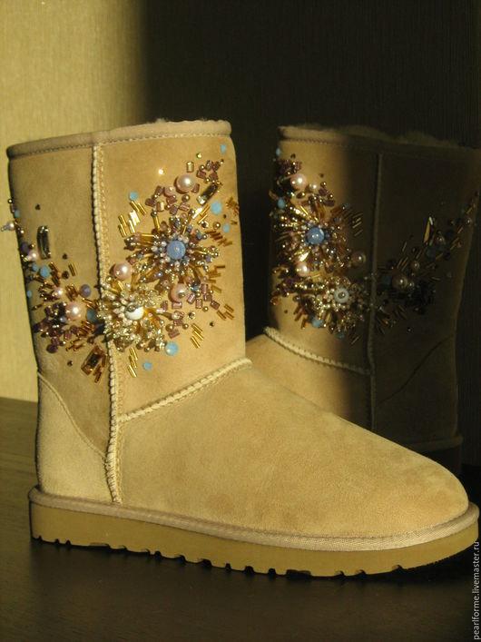 Обувь ручной работы. Ярмарка Мастеров - ручная работа. Купить Красивые Угги с вышивкой Хризантемы. Handmade. Декор обуви