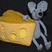 Куклы и игрушки handmade. Livemaster - original item Mouse on cheese knitted. Handmade.