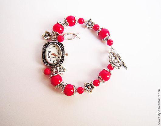 """Часы ручной работы. Ярмарка Мастеров - ручная работа. Купить Часы-браслет """"Коралловые"""". Handmade. Ярко-красный, коралл натуральный"""