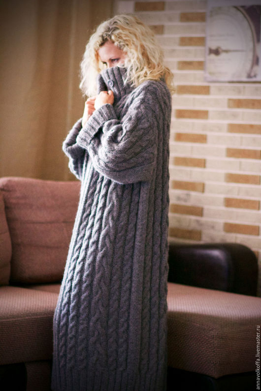 Классический вариант - универсальный фасон, благородный цвет, фактурные косы. Очень тепло и стильно!