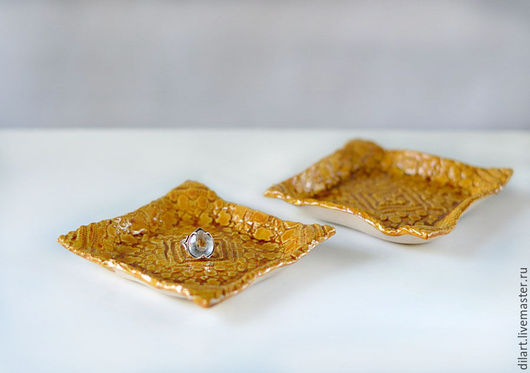 Тарелки ручной работы. Ярмарка Мастеров - ручная работа. Купить Кружевная тарелка для мелочей Медовый квадрат. Handmade. Керамическая тарелка