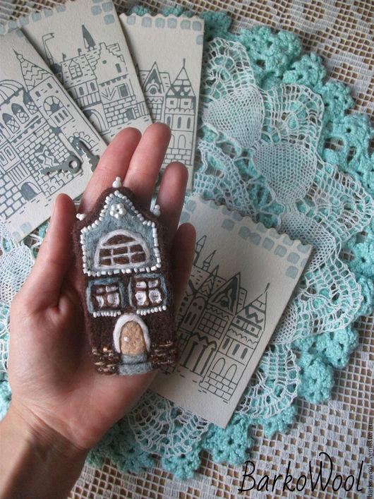 """Броши ручной работы. Ярмарка Мастеров - ручная работа. Купить Валяная брошь """"Домик"""". Handmade. Коричневый, брошка, дом, украшение"""