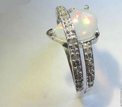 Кольца ручной работы. Ярмарка Мастеров - ручная работа. Купить Золотое кольцо с Эфиопским опалом и 20 подлинными бриллиантами. Handmade.