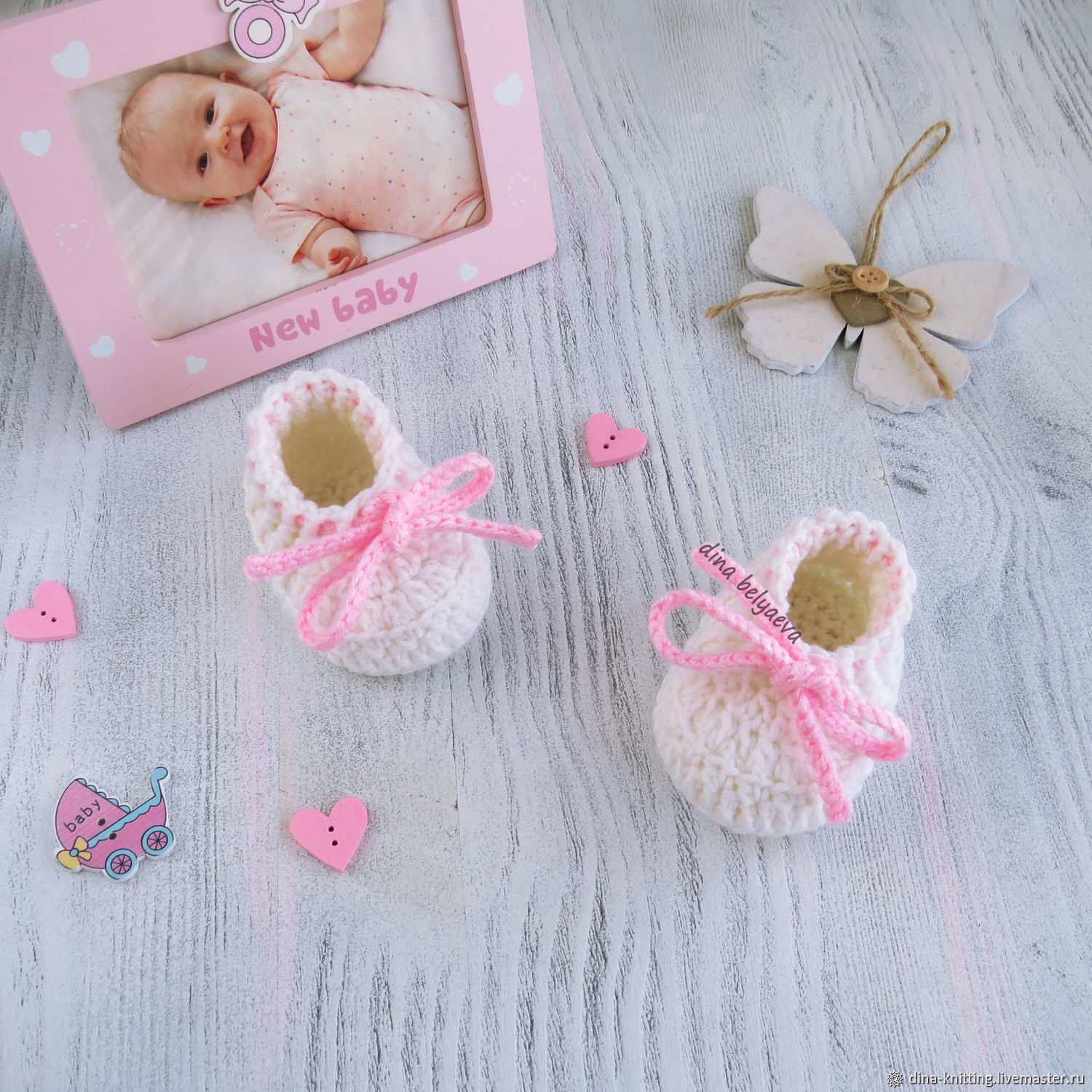 Booties as a gift to a newborn girl, knitted white moxies 0-3 months, Babys bootees, Cheboksary,  Фото №1