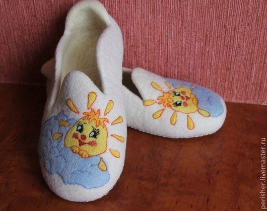 """Обувь ручной работы. Ярмарка Мастеров - ручная работа. Купить Тапочки """"Солнечная улыбка"""". Handmade. Тапочки домашние, тапочки женские"""