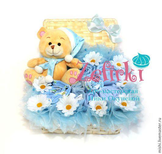 Подарки для новорожденных, ручной работы. Ярмарка Мастеров - ручная работа. Купить Сундучок с детской обеждой Подарок для малыша Для новорожденного. Handmade.