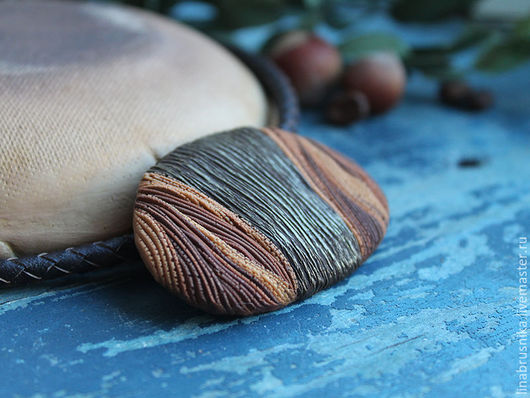 Кулон из полимерной глины на кожаном шнуре `Шоколадное суфле`. Автор - Алина Логинова (украшения `Брусника`).