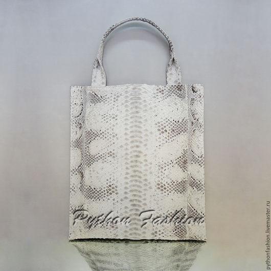 Модная светлая сумка мешок из кожи питона. Легкая весенняя сумка из питона на заказ. Красивая женская сумка ручной работы на весну. Стильная весенняя сумка из кожи питона на каждый день, сумка на лето