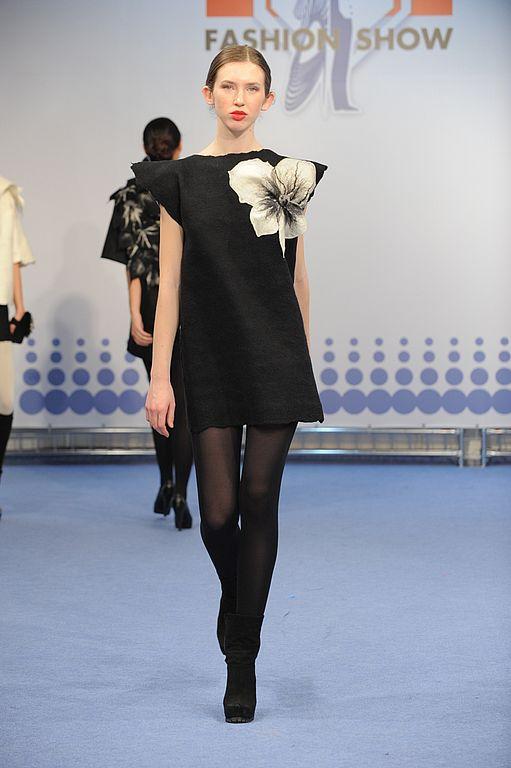 Платья ручной работы. Ярмарка Мастеров - ручная работа. Купить Дизайнерское платье черное, валяное, с большим цветком. Handmade. Платье