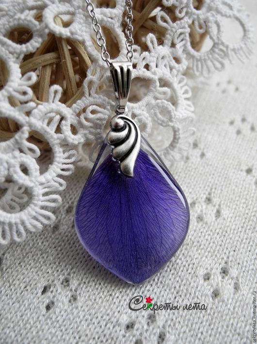 Кулоны, подвески ручной работы. Ярмарка Мастеров - ручная работа. Купить Подвеска из лепестка анемоны. Handmade. Синий, цветы, анемоны