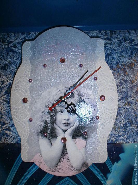 """Часы для дома ручной работы. Ярмарка Мастеров - ручная работа. Купить Часы """"Лапушка"""". Handmade. Серый, декупаж и роспись, девочка"""