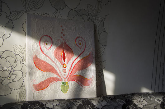 """Картины цветов ручной работы. Ярмарка Мастеров - ручная работа. Купить Панно  """"Аленький цветочек"""". Натуральная шерсть.. Handmade. Цветочек"""