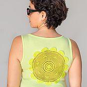 Одежда ручной работы. Ярмарка Мастеров - ручная работа Cалатовая майка с ажурной аппликацией на спине Размер L. Handmade.