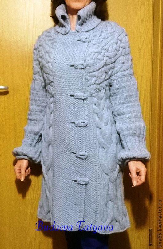 Пальто `Шаманские косы`,связано спицами из мягкой пряжи.Пуговицы клиентка пришьёт сама.
