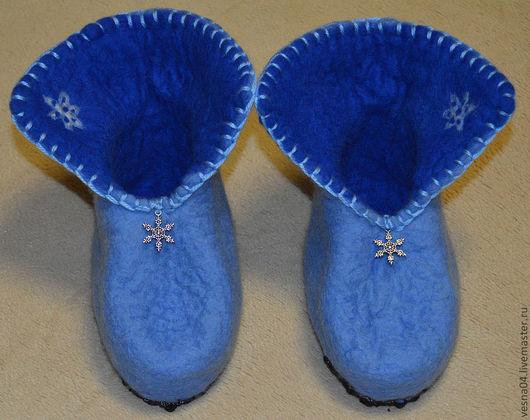 """Обувь ручной работы. Ярмарка Мастеров - ручная работа. Купить Валяные вручную детские валенки """"Снежинка """"100 % шерсть. Handmade."""