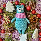 Мягкие игрушки ручной работы. Ярмарка Мастеров - ручная работа Мягкие игрушки: Вязаный зимний мишка. Handmade.