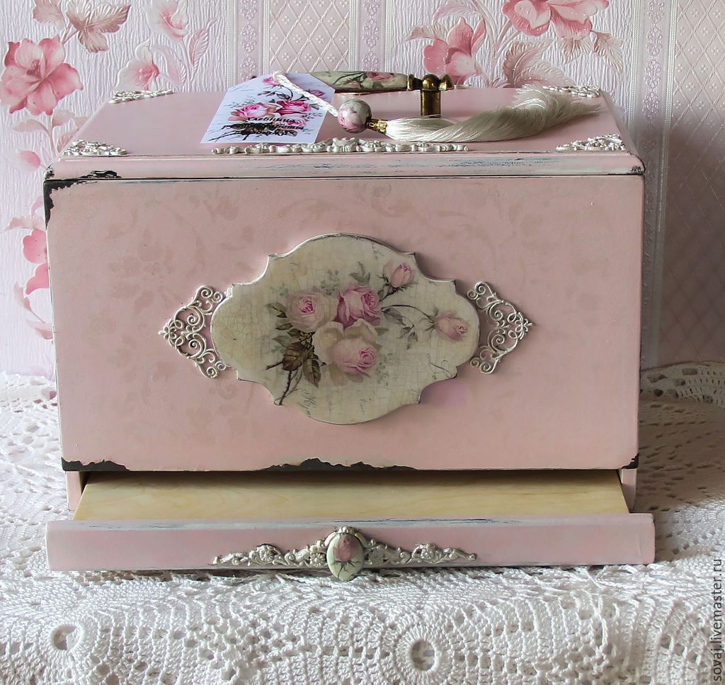 the bread bin shabby chic with a sliding board for cutting. Black Bedroom Furniture Sets. Home Design Ideas