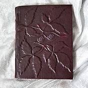 Канцелярские товары ручной работы. Ярмарка Мастеров - ручная работа Блокнот для записей в кожаной обложке Стража красного винограда. Handmade.