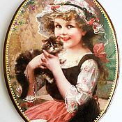 Картины и панно ручной работы. Ярмарка Мастеров - ручная работа Девочка с котёнком Панно на дереве. Handmade.