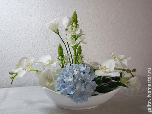 Сегодня распустились все цветы Как будто ангелы спустились с небосвода, И в разноцветье этой красоты Божественна и девственна природа...