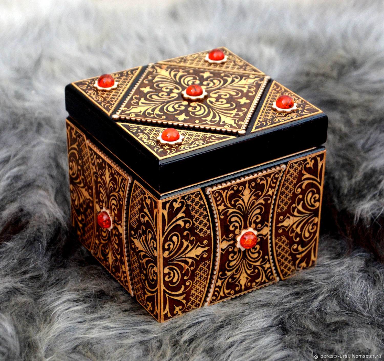 Wooden cube box with amber, Box, Moscow,  Фото №1