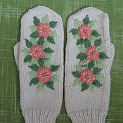 Аксессуары ручной работы. Ярмарка Мастеров - ручная работа Вязаные варежки с вышивкой. Handmade.