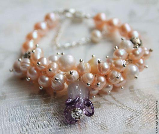 """Браслеты ручной работы. Ярмарка Мастеров - ручная работа. Купить """"Peach pearls"""" жемчужный браслет с бусиной бутоном lampwork.. Handmade."""
