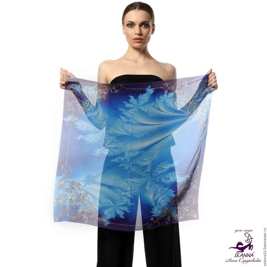 Дизайнер Анна Сердюкова (Дом Моды SEANNA).  Шифоновый платок с авторским принтом `Ледяной орнамент`. Размер платка - 65х65 см.  Цена - 2400 руб.