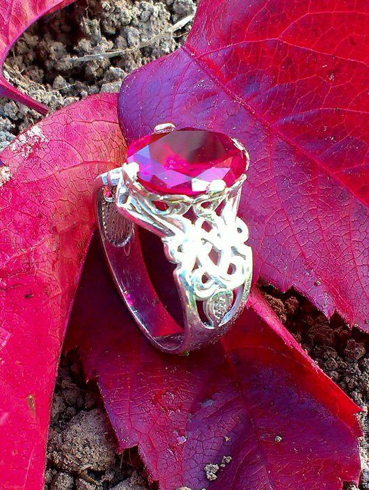 Кольца ручной работы. Ярмарка Мастеров - ручная работа. Купить Перстень с корундом гранат. Handmade. Ярко-красный, перстень