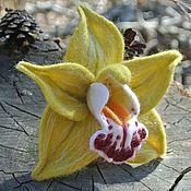 Украшения ручной работы. Ярмарка Мастеров - ручная работа Брошь из войлока Орхидея Цимбидиум зеленый. Handmade.