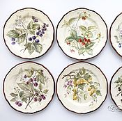 Посуда handmade. Livemaster - original item The painted porcelain.Plates on the wall Garden berries. Handmade.