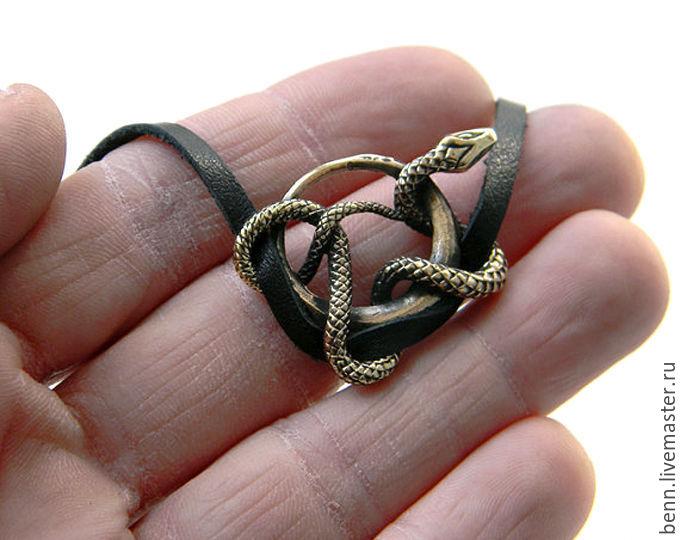 амулет змея