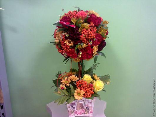 Возможен вариант из искусственных цветов и сухоцветов.