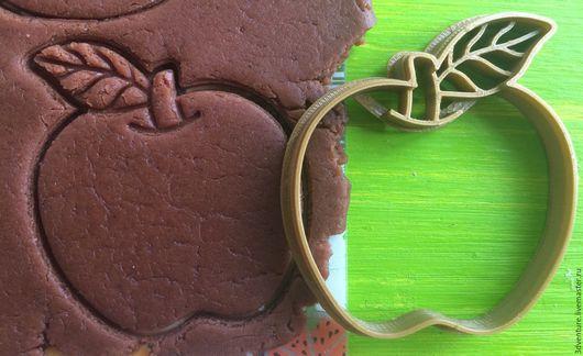 Кухня ручной работы. Ярмарка Мастеров - ручная работа. Купить Форма для пряников и печенья Яблоко. Handmade. Разноцветный, формочка для печенья