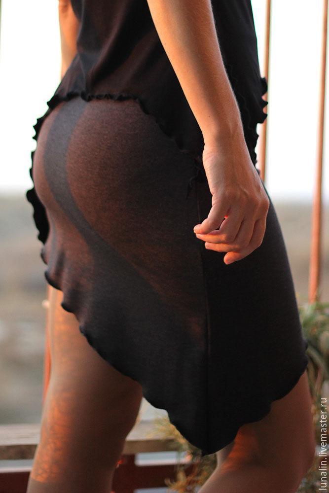 Заглянул трансу под юбку фото 31-601