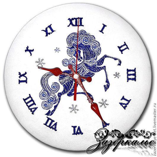 """Часы для дома ручной работы. Ярмарка Мастеров - ручная работа. Купить Часы из нат. кожи с вышивкой """"Сказочная лошадка"""". Handmade."""