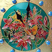 Часы классические ручной работы. Ярмарка Мастеров - ручная работа Часы витражные Бабочки. Handmade.