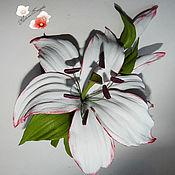 """Украшения ручной работы. Ярмарка Мастеров - ручная работа цветы из кожи, брошь из кожи"""" Лилия"""" украшение. Handmade."""