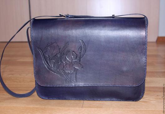 Женские сумки ручной работы. Ярмарка Мастеров - ручная работа. Купить Кожаная синяя сумка. Handmade. Тёмно-синий, гравировка
