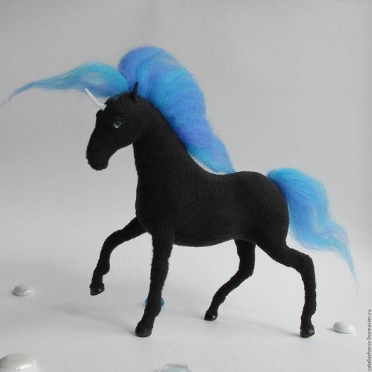 """Игрушки животные, ручной работы. Ярмарка Мастеров - ручная работа. Купить Текстильная лошадка - """"звёздный"""" единорог Октант.. Handmade. Черный"""