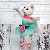 Куклы и игрушки ручной работы. Ярмарка Мастеров - ручная работа Белая кошка балерина. Интерьерная игрушка  из шерсти. Handmade.