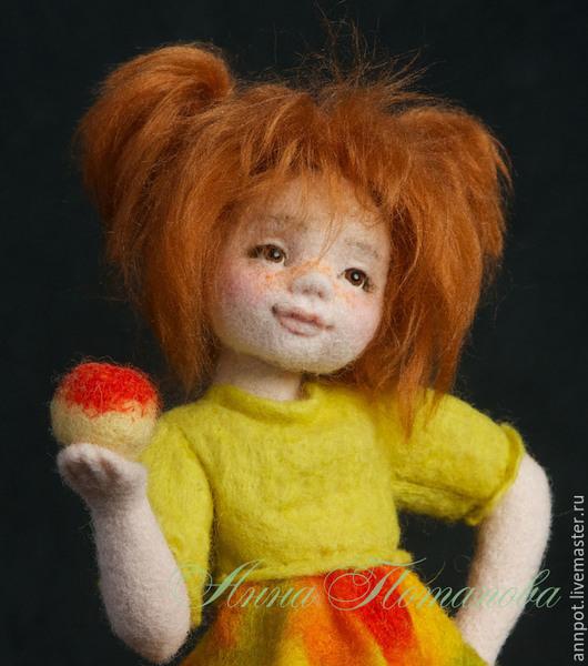 Коллекционные куклы ручной работы. Ярмарка Мастеров - ручная работа. Купить Авторская войлочная кукла Наташка. Handmade. Рыжий, яблоко