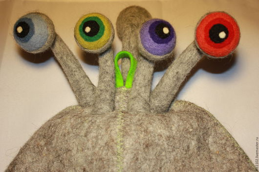 Шапка-Улитка с пятью глазами(четыре-впереди,один-сзади) выполнена на заказ.