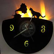 Часы с подсветкой ручной работы. Ярмарка Мастеров - ручная работа Настенные часы со светодиодной подсветкой из пластинки Граммокошка. Handmade.