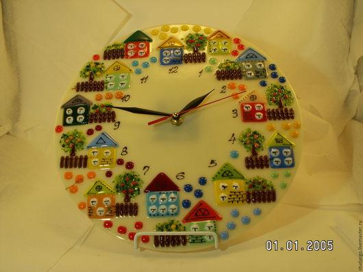"""Часы для дома ручной работы. Ярмарка Мастеров - ручная работа. Купить Часы настенные  """"Городок""""(фьюзинг). Handmade. Бежевый"""